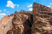 Zblízka skalnaté horské vrcholy