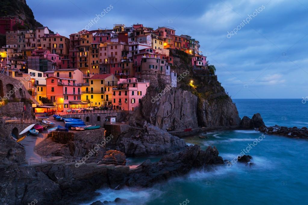 Paesaggio di sera bellissime cinque terre italia foto for Foto bellissime