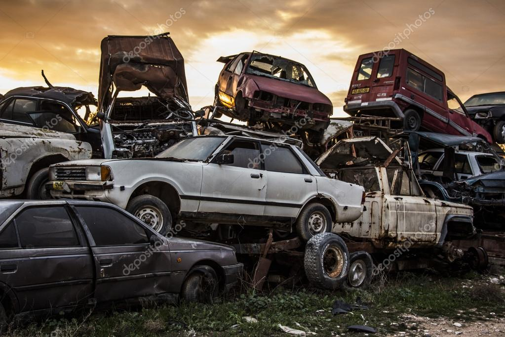 Discarded cars on junkyard – Stock Editorial Photo © valik4053022 ...