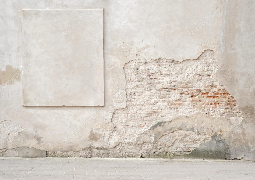 verlassenen rissige Wand mit einem Stuck-Rahmen — Stockfoto ...