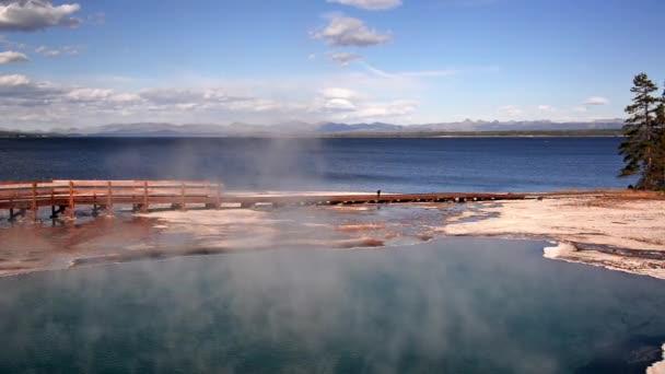 Piscine noir à Yellowstone — Vidéo jkraft5 © #102262810