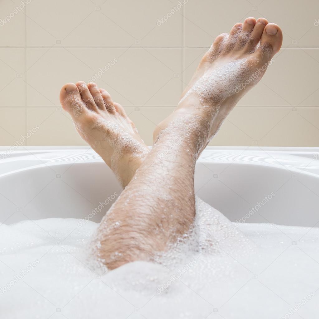 Мужские ноги в ванной фото фото 399-524
