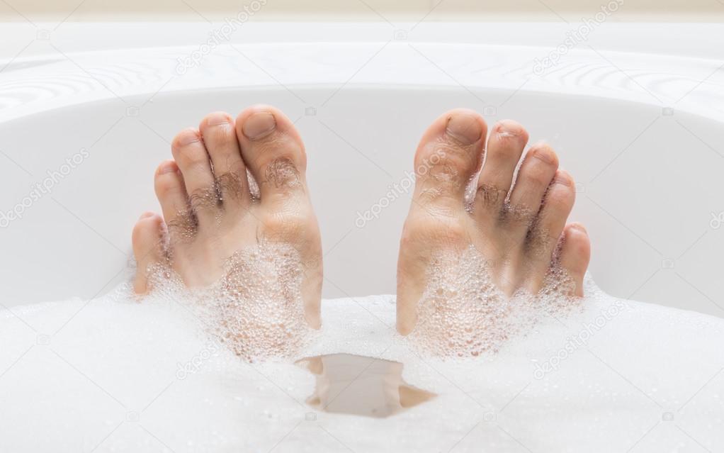 Мужские ноги в ванной фото фото 399-11
