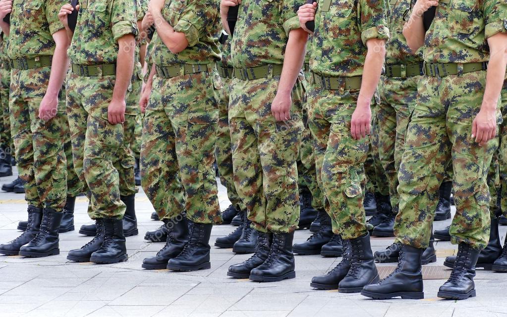 Soldados en filas — Foto de Stock