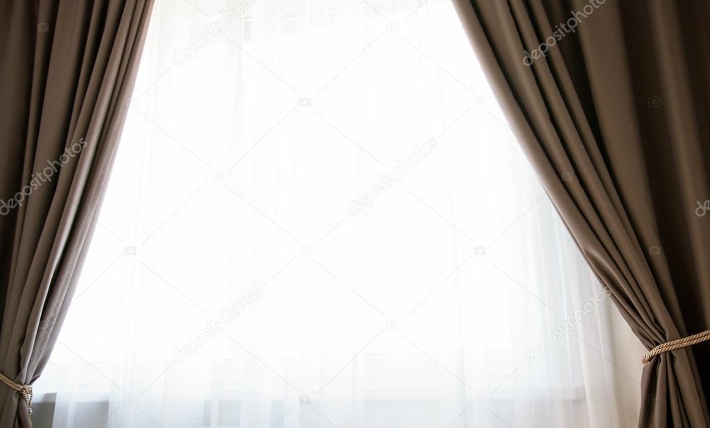 indow met bruine gordijnen — Stockfoto © zestmarina #82009366