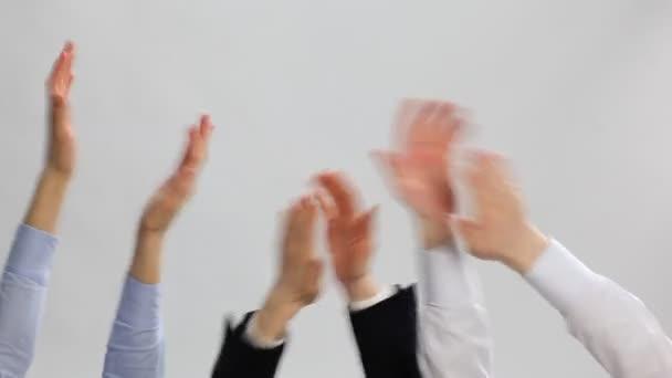 Gruppe von Geschäftsleuten applaudieren