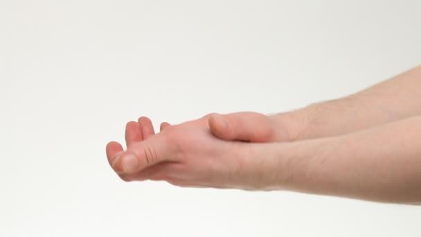 lidské ruce tleskají