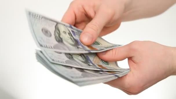 mužské ruce s dolarové bankovky