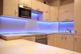 Fényképek Lila LED-es világítás modern luxus konyha