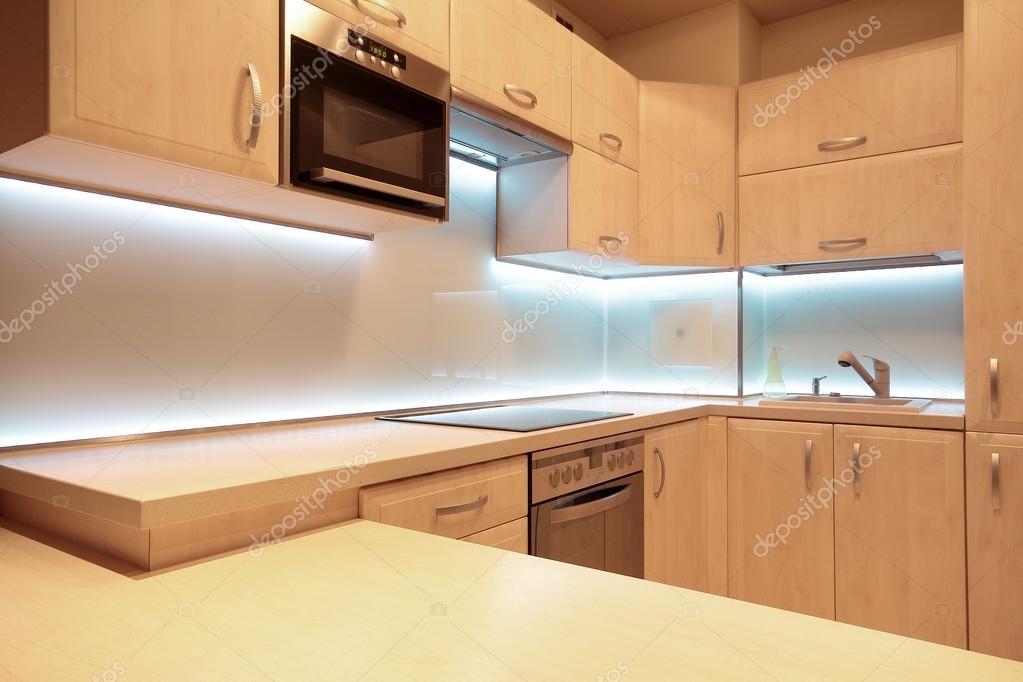 moderne Luxus-Küche mit weißer led Beleuchtung — Stockfoto ...