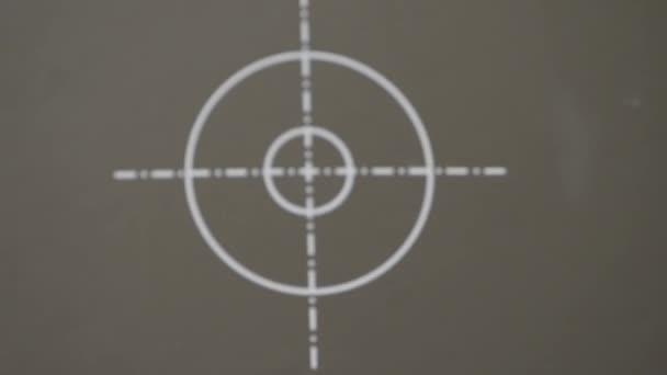 Fehér célpont szürke háttérrel, háttér formájában. 4k, lassított felvétel. homályos