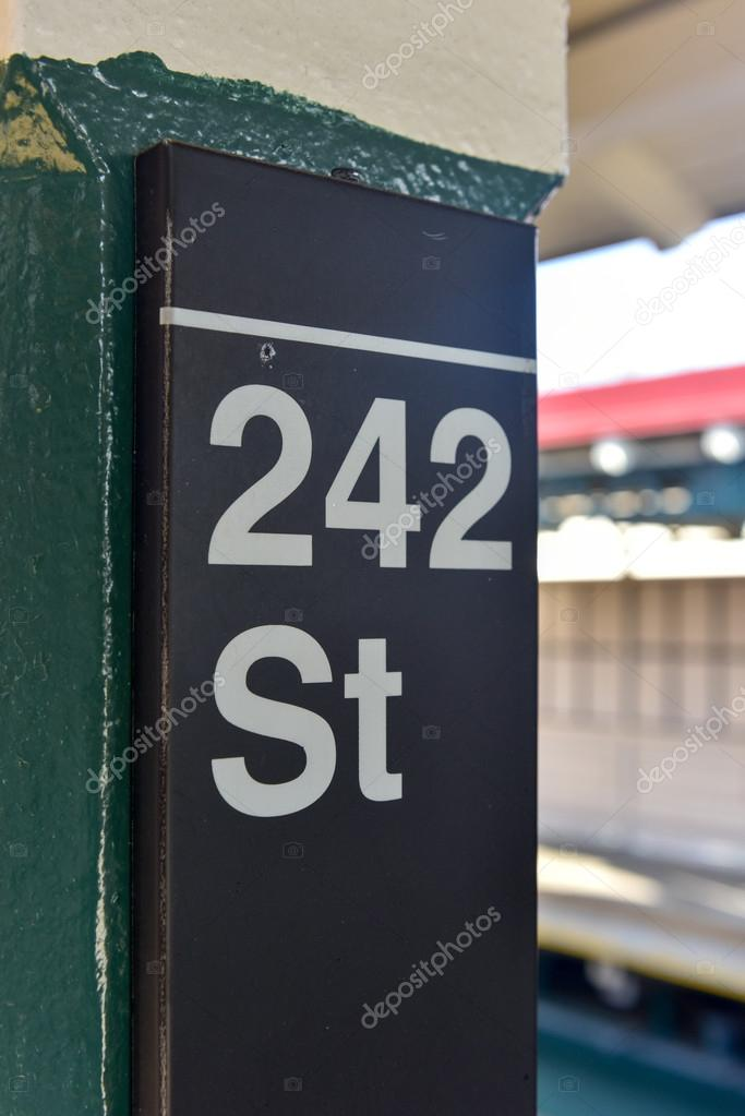 242 Street Station Nyc Subway Stock Photo Demerzel21 103200088