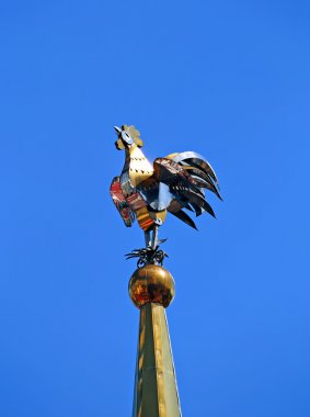 Weathervane in the form of a golden rooster on the spire