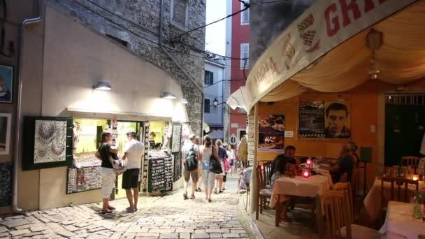 Turisté na ulici v Rovinj