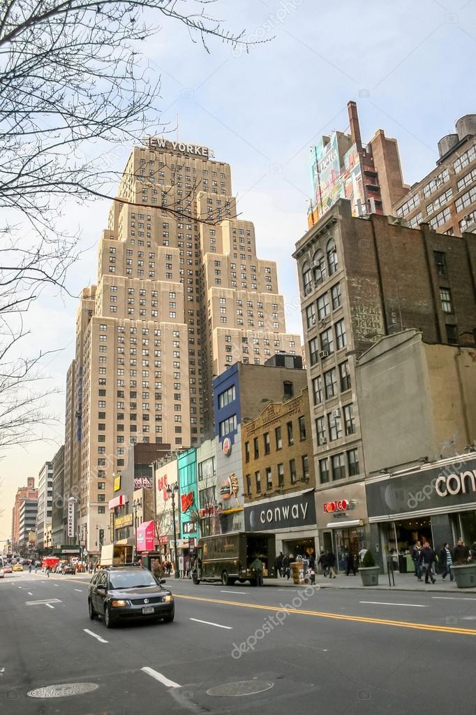 New Yorker Hotel in Manhattan — Foto editorial de stock © dellfoto ...