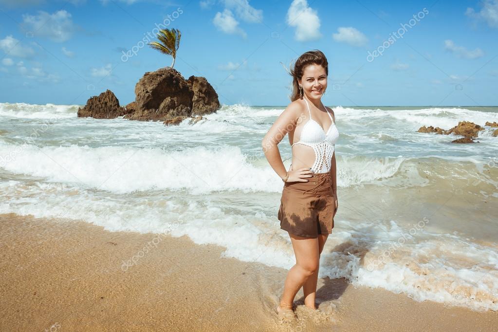 Vrouw In Tambaba Strand In Brazili 235 Bekend Voor Het Feit