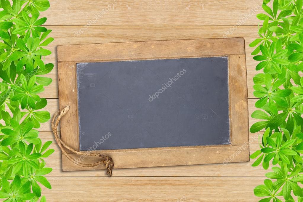 Tablero pizarra enmarcado con woodruff — Foto de stock ...