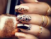 Photo Golden holiday style bright manicure