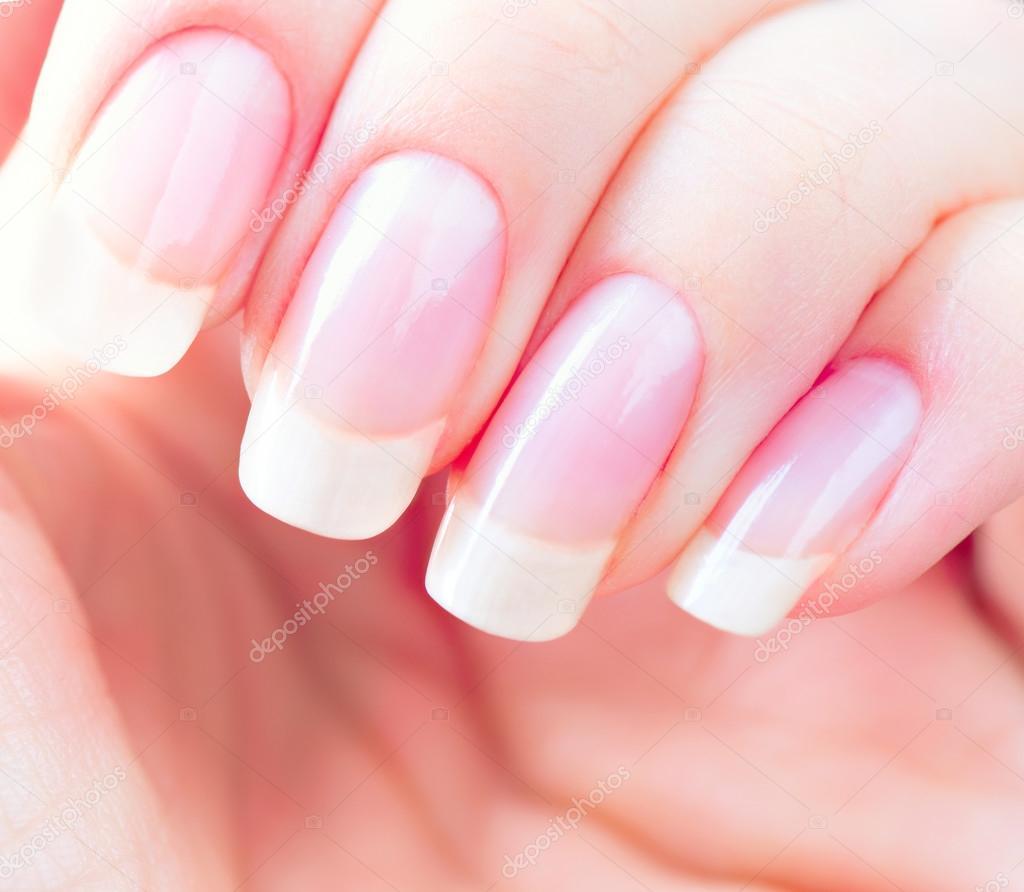 Schöne gesunde natürliche Nägel — Stockfoto © Subbotina #100196922