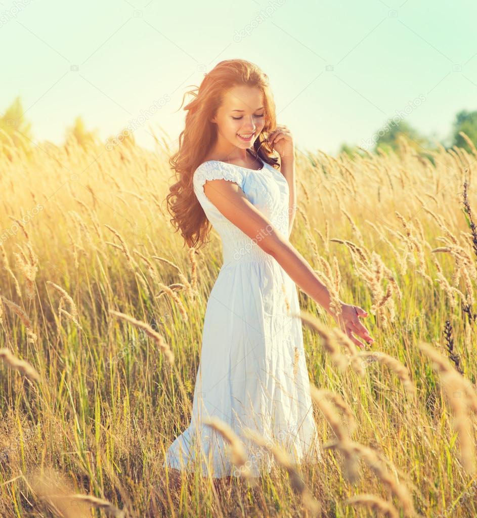 Beauty girl outdoors enjoying nature.
