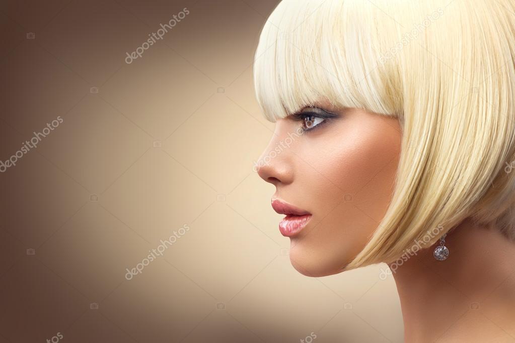 femme blonde avec une coupe de cheveux de bob photographie subbotina 113840800. Black Bedroom Furniture Sets. Home Design Ideas