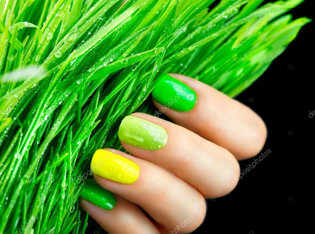 Moda uñas verdes — Fotos de Stock © Subbotina #123317890