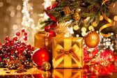karácsonyfa, ajándékok.
