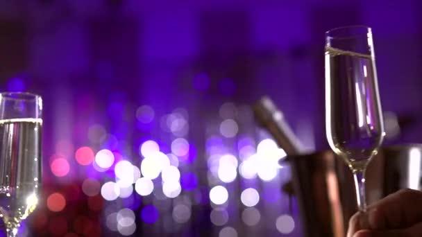 Verres à Champagne mousseux — Vidéo Subbotina ©  74716895 4a93675ebad5