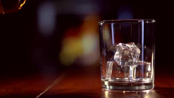 Ömlött a skót whisky-üveg