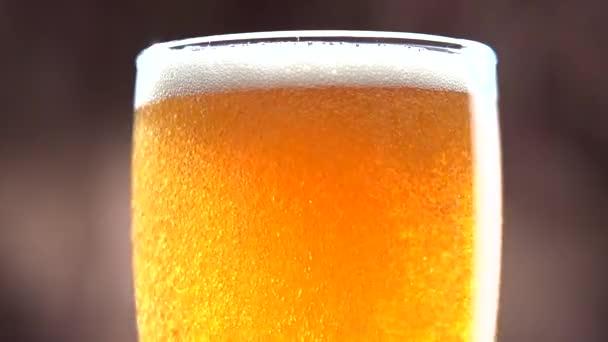 az üvegbe öntött sör