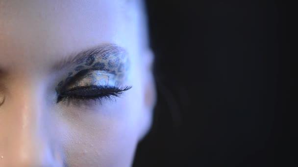 Model dívka s Leopard make-up
