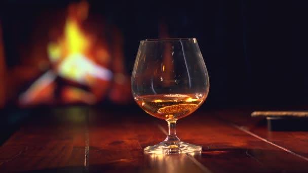 Brandy üveg kandalló fölött