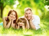rodina v letním parku