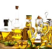 Fotografia Bottiglie e vasetti di olio doliva