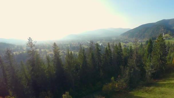 pohled na vesnici v Karpatských horách