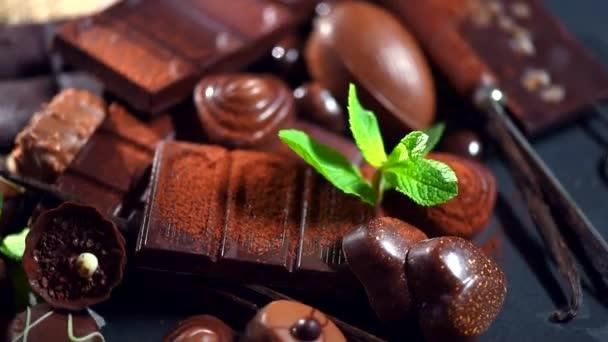 sortiment jemné čokolády