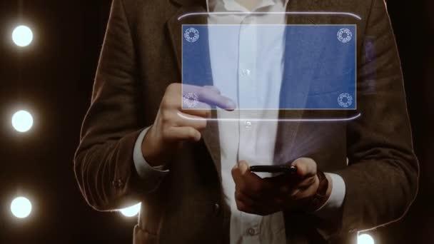Geschäftsmann zeigt Hologramm mit Text