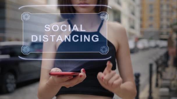 Junge Erwachsene interagieren mit Hologramm Social Distancing