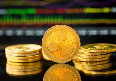 Grafik çizelgesi olan bir altın çizgi. Kripto para değişimi ticareti. Kripto para birimi borsa konsepti. Sanal para konsepti. Madencilik ya da engelleme teknolojisi.