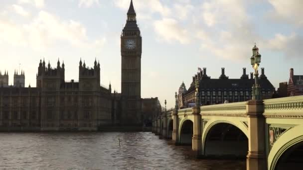 Palace of Westminster, include big ben, zoom out
