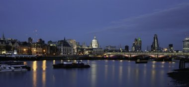 London skyline, night scene