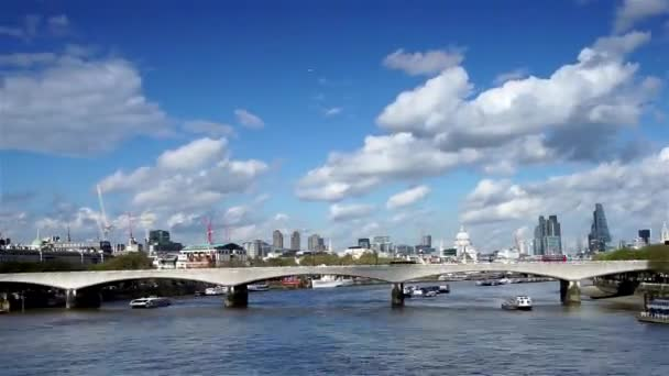 London Panorama, patří Waterloo Bridge