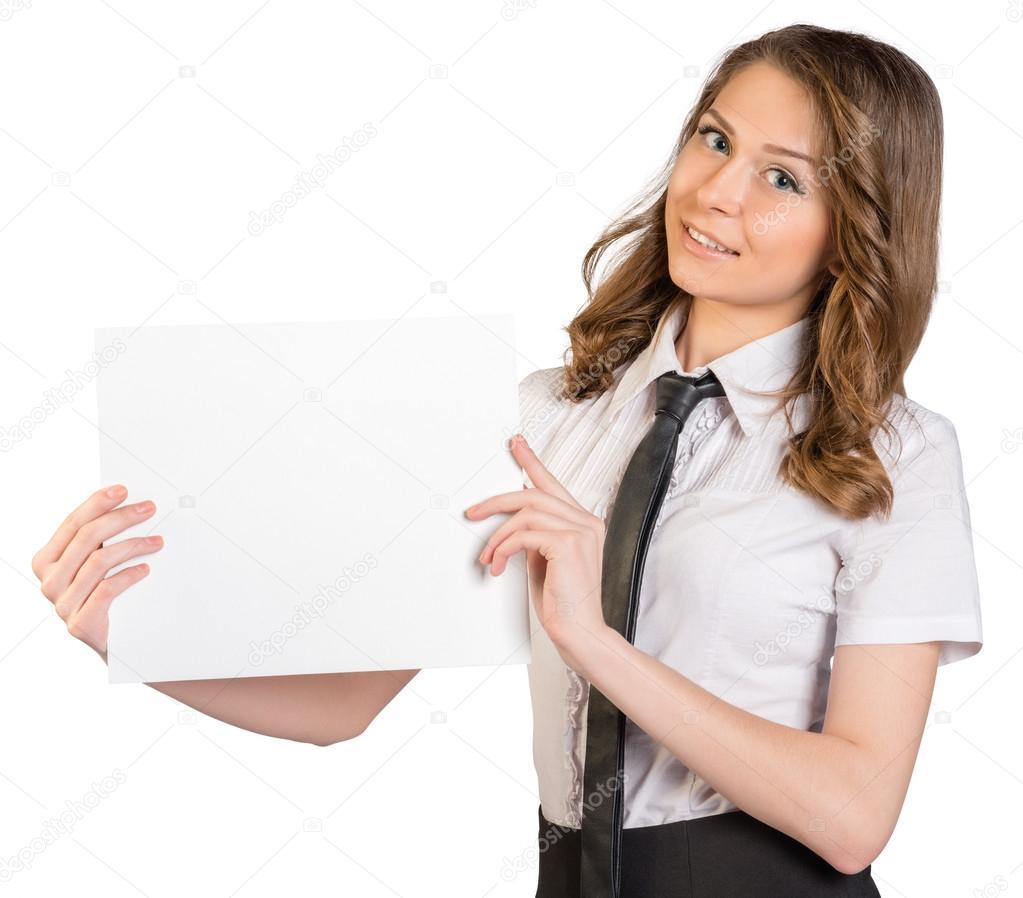 Femme En Cravate femme en cravate, souriant et tenant une feuille de papier vierge