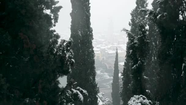Die kalten sibirischen Strömungen auf Verona Italien, Snowin bei Verona