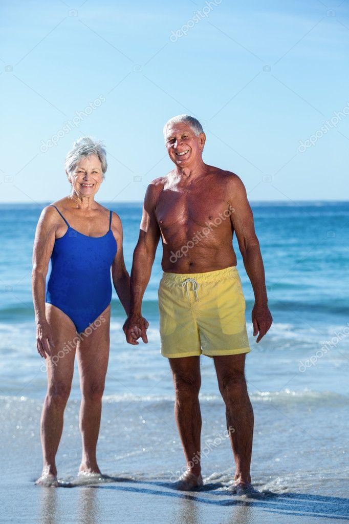 пожилые на закрытом пляже мужчин мех очень