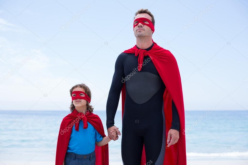 selezione migliore a5087 03a25 Padre e figlio in costumi supereroe — Foto Stock ...