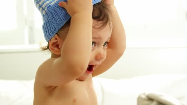 d663ba70e baby boy is removing his woolly hat — Stock Video © Wavebreakmedia ...