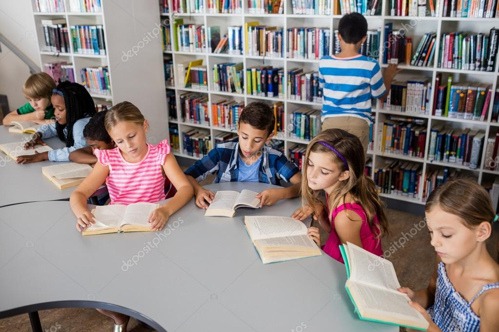 Imágenes: Estudiantes Leyendo De Libros