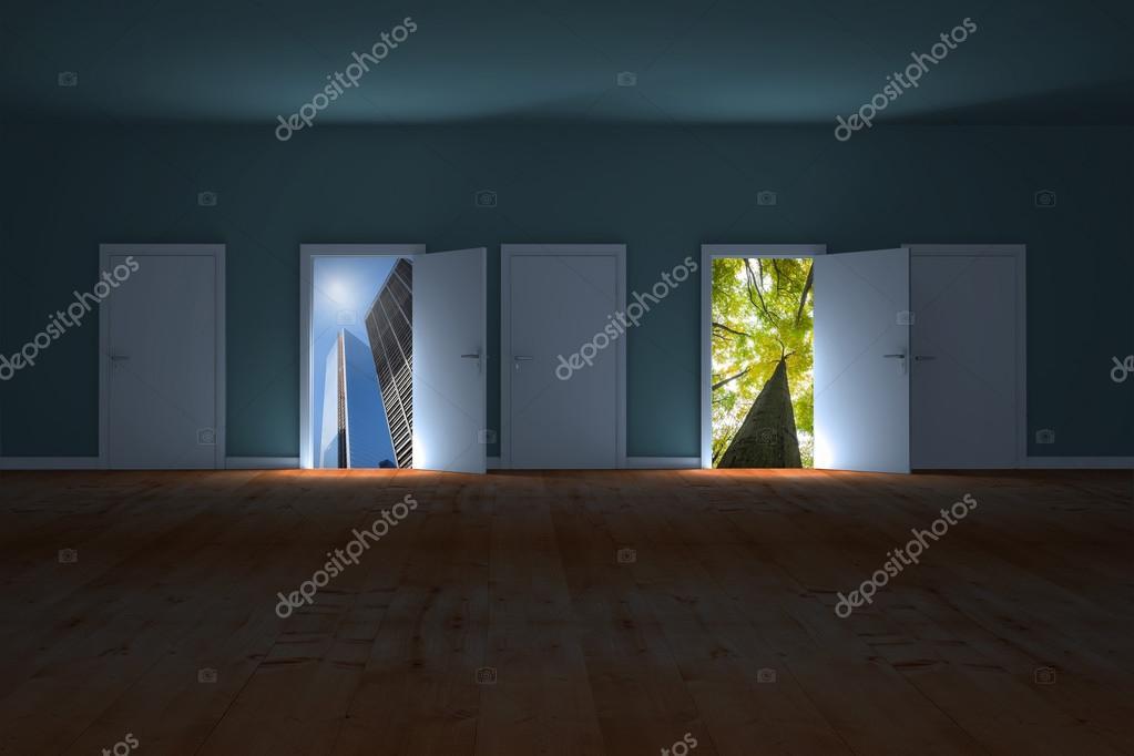 puertas que se abren en el cuarto oscuro para mostrar el cielo ...