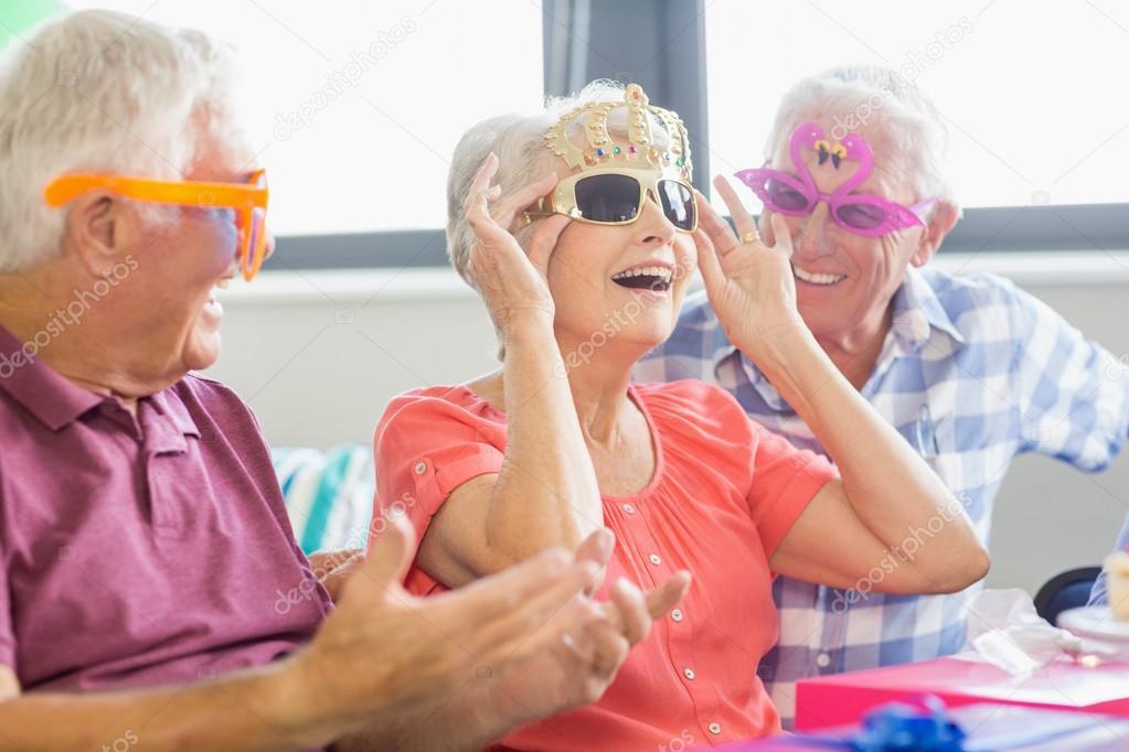 Senioren Mit Lustigen Brille Stockfoto C Wavebreakmedia 112896352